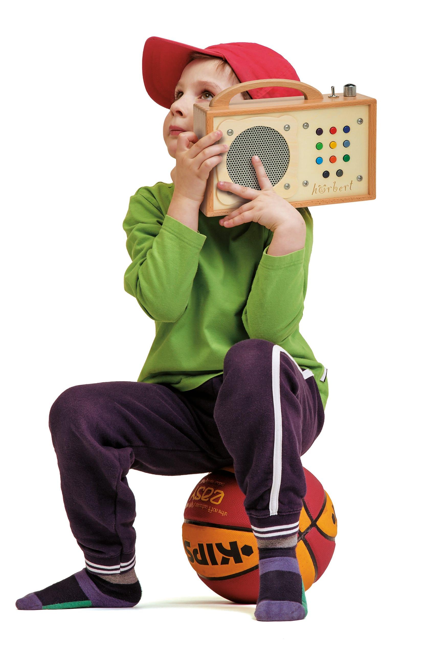 Kinder brauchen hörbert und einen Ball