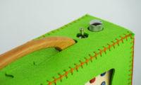 Vue détaillée d'un sac en feutre vert hörbert