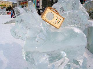 hörbert auf einer Eisstatue