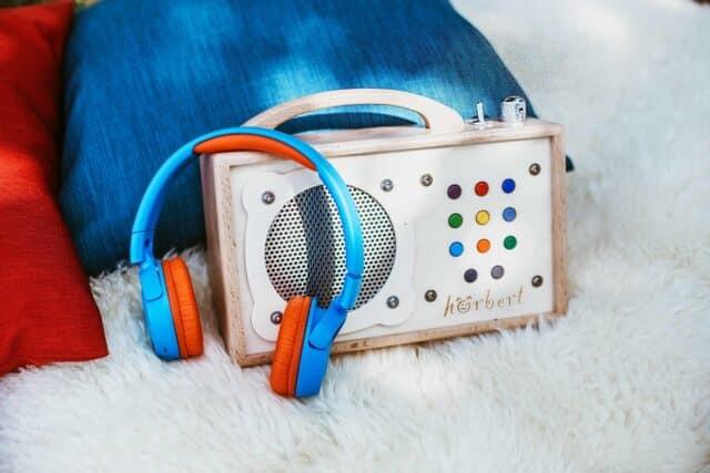 hörbert mit Bluetooth-Kopfhörer blau-orange